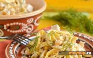 салат итальянский с блинами и копченой курицей