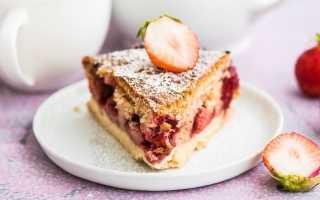 Бисквитный пирог с клубникой в мультиварке редмонд