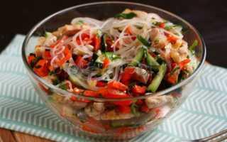 салат из фунчозы с овощами и курицей