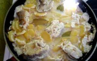 Приготовить минтай со сметаной сковороде