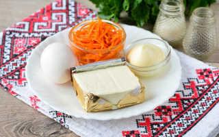 салат горками на блюде с корейской морковью