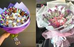 Букет из живых цветов с чаем и конфетами